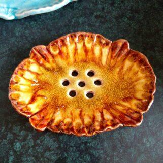 Miodowa mydelniczka ceramiczna