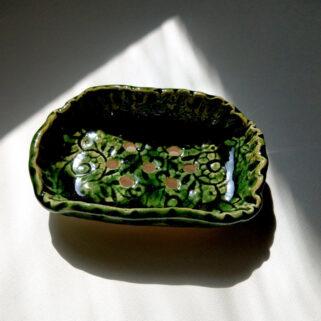 Zielona mydelniczka z koronką