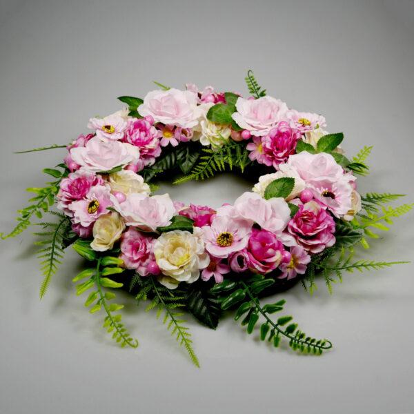 Kwiatowa odświętna ozdoba na stół, wianek